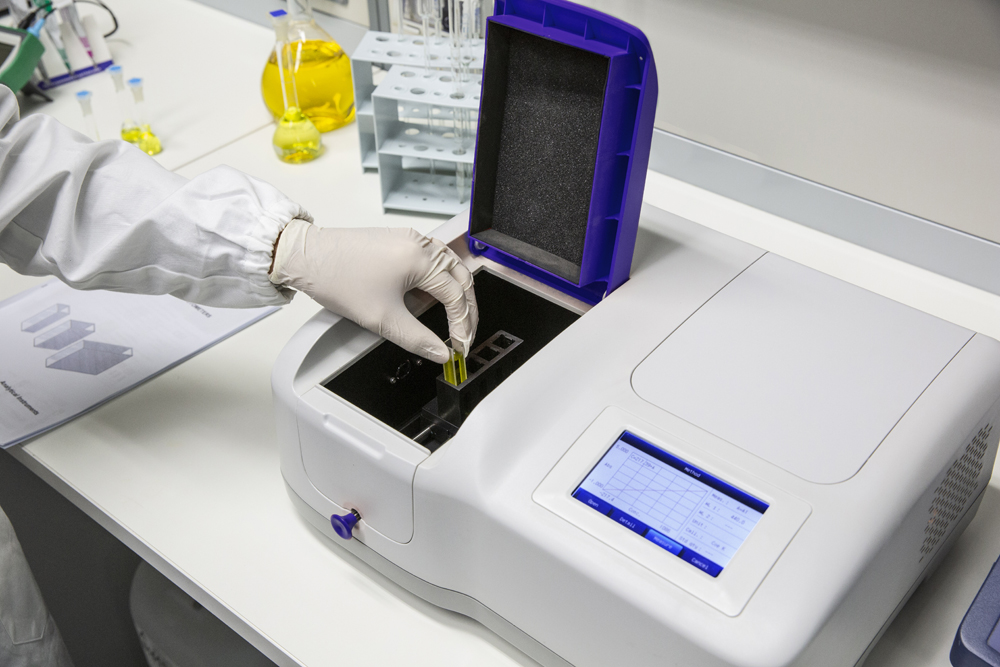 ONDA TOUCH UV-21 spectrophotometer, including cuvette holder